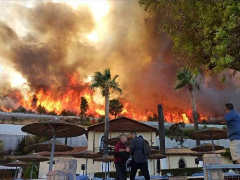 Εκτός ελέγχου η φωτιά στην Αχαΐα – Εκκενώνεται και ο Λόγγος – Ενεργοποιήθηκε το 112 | to10.gr