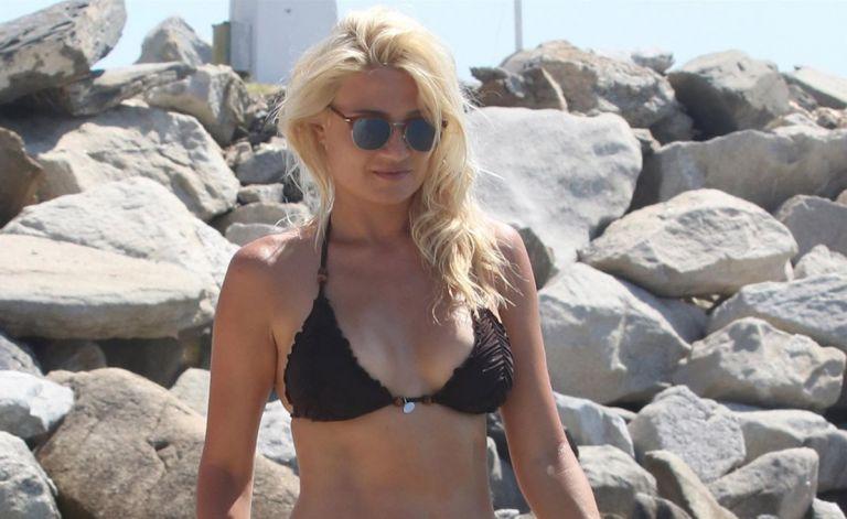 Φαίη Σκορδά: Φοράει μαγιό και μαγνητίζει τα βλέμματα | to10.gr