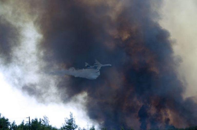 Πύρινος εφιάλτης στη Βαρυμπόμπη – Εκκενώθηκε οικισμός και κατασκήνωση – Απειλούνται σπίτια | to10.gr