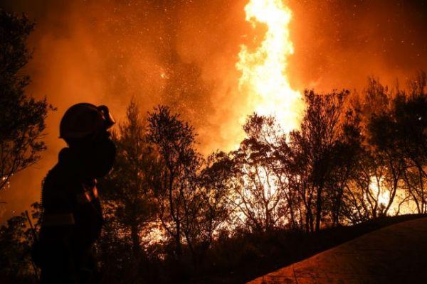 Φωτιά στη Βαρυμπόμπη – Γιατί «χάθηκαν» τα Canadair από το πύρινο μέτωπο | to10.gr