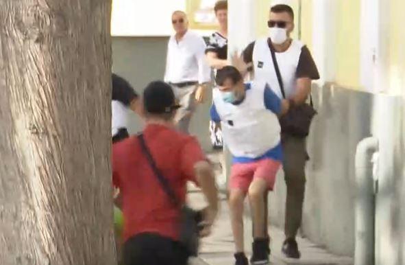 Ένταση στην Ευελπίδων – Συγγενείς του θύματος επιτέθηκαν στον συζυγοκτόνο της Δάφνης   to10.gr
