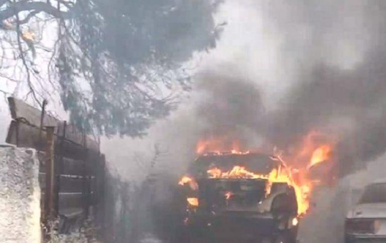 Φωτιά στη Βαρυμπόμπη – Συγκλονιστικό βίντεο – Μέσα στα σπίτια οι φλόγες | to10.gr