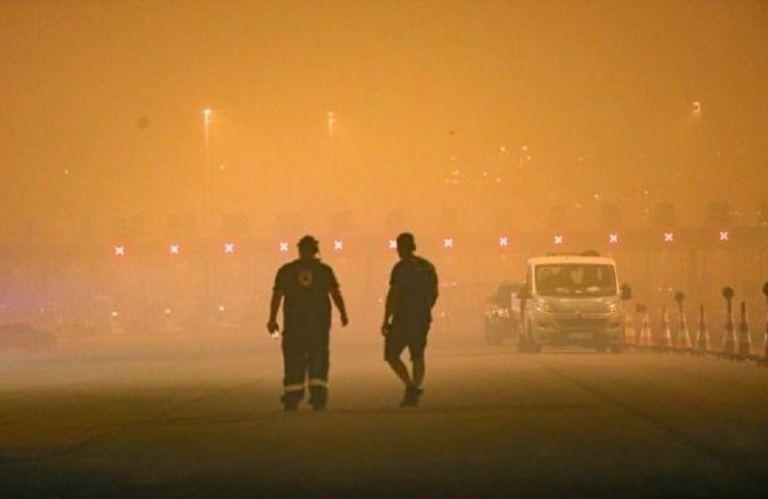 Στη ΜΕΘ διασωληνωμένοι δύο εθελοντές πυροσβέστες από τις φωτιές στην Αττική | to10.gr
