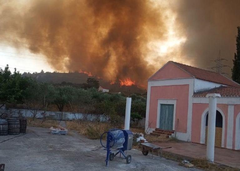 Ανεξέλεγκτη η φωτιά στη Ρόδο – Μήνυμα του «112» και εκκένωση οικισμών, χωρίς ρεύμα το νησί   to10.gr