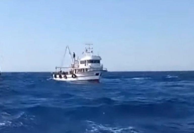 Βίντεο-ντοκουμέντο – Σε απόσταση αναπνοής από τη Λέσβο τούρκοι ψαράδες – Εισβάλλουν στα ελληνικά χωρικά ύδατα   to10.gr