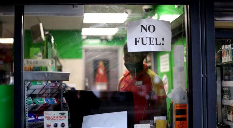 Βρετανία – Πανικός στα πρατήρια για λίγη βενζίνη – Ο στρατός και το πλαφόν των 30 λιρών   to10.gr