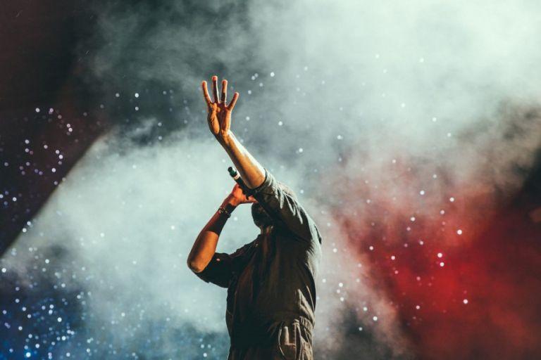 Θυμάστε ποιοι γνωστοί τραγουδιστές βγήκαν από talent shows; | to10.gr