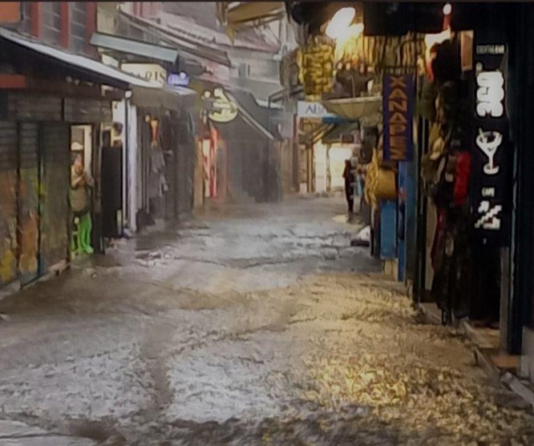 Κακοκαιρία – Χείμαρρος η οδός Ηφαίστου στο Μοναστηράκι   to10.gr